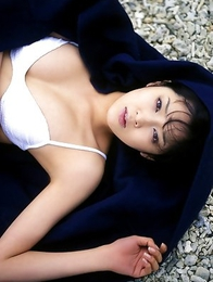 Nami Ishibashi reveals hot body in white lingerie for you